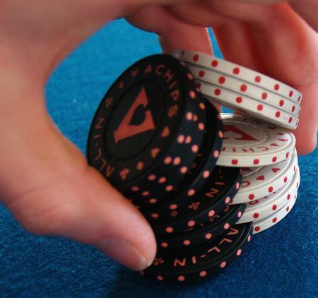 ... играть в покер на игровые деньги